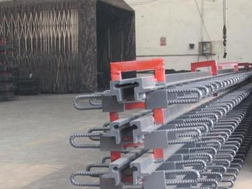 一级高速公路桥梁伸缩缝型钢毛勒伸缩缝厂家来图加工定做